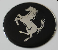 Ferrari Cromo/Negro STICKER/DECAL - 40mm de diámetro acabado de alto brillo abovedado Gel