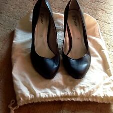 Black court shoes in canvas shoe bag. 6 39. By city walk