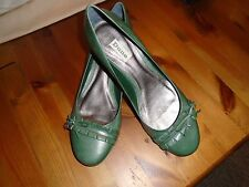 DUNE Green Leather Court Shoes with Kitten heels size 41 ( UK 8).