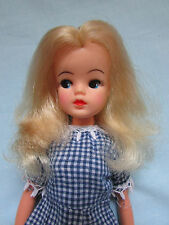 FAB RARE VINTAGE 1980s BLONDE SINDY DOLL WITH BRIGHT RED LIPS + FREE RETRO DRESS