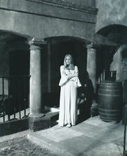 VERONICA CARLSON UNSIGNED PHOTO - 4035 - FRANKENSTEIN & DRACULA