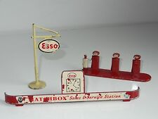 (M) lesney matchbox ESSO GARAGE SIGN / PUMPS - AC 1A / MG 1B