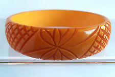 VINTAGE 40'S PUMKIIIN BUTTERSCOTCH CARVED FOWER DESIGN BAKELITE BANGLE BRACELET