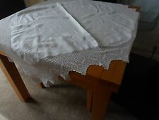 VINTAGE WHITE COTTON  LINEN TABLECLOTH 42in SQUARE 107cm 6IN DEEP CROCHETED EDGE