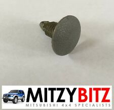 MITSUBISHI SHOGUN PAJERO MK2  ROOF LINING GREY PUSH CLIP HOLDER