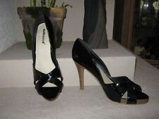 Blk Faux Patent Pumps w/cross straps. DOLLHOUSE. Sz 10