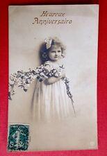 CPA. 1912. Ravissante Petite Fille portant une Branche Fleurie. Joli Visage.