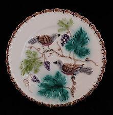 Assiette en barbotine Décor d'oiseaux Grappes de raisin Sarreguemines ?? XIXème