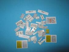 Personajes & instalaciones accesorios - 37 diverse nota carteles de (z310)