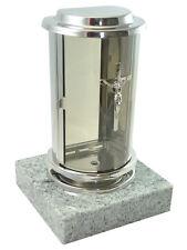 Grablaterne aus Edelstahl auf Granitsockel Visconti White, Grablampe Grablicht
