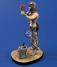 Verlinden 120mm 1/16 Miss Desert Storm US Woman Soldier putting on Lipstick 912