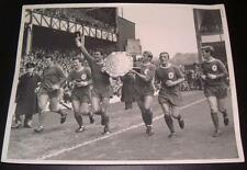 LIVERPOOL FC 1966 CHARITY SHIELD RON YEATS ROGER HUNT TOMMY SMITH PRESS PHOTO