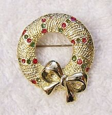 CLASSIC CHRISTMAS PIN BROOCH WREATH GARLAND RIBBON BOW PRESENTS GOLD TONE X-16