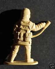 """FIREFIGHTER PLASTIC FIGURE, 2"""" TALL (4,8 cm), GREAT FOR DIECAST ACCESSORIES, N°4"""