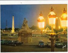 PARIS la place de la concorde l'obélisque et la Tour Eiffel voitures écrite 1980