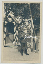 Foto Soldat-Wehrmacht -Wachposten-Stahlhelm-Gewehr-K98 2.WK (p859)