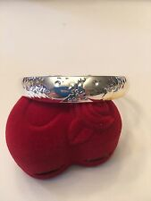 NEW STERLING SILVER PLATED BANGLE BRACELET WITH KISSING FISH--B202