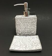 NEW NICOLE MILLER 2 PC SET WHITE+SILVER 3D FLORAL RESIN SOAP DISPENSER+SOAP DISH