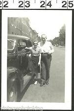 VINTAGE 1940'S PHOTO PROUD OWNER'S BY THIER ANTIQUE CAR IN BALTIMORE (1941)