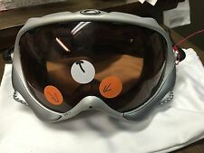 oakley googles has the protective cloth with it