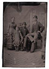 Ferrotypie. Eine Familie im Atelier, um 1870
