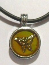 pendentif collier médaille papillon cordelette simili cuir noir *696