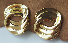 VINTAGE LOVELY TRIFARI TM LINKED RINGS OVAL RIBBED GOLD-TONE CLIP ON EARRINGS