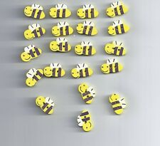 10 pcs Cute little bee cartoon wood buttons (138)