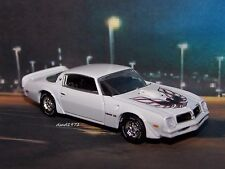1976 76 PONTIAC FIREBIRD TRANS AM 1/64 SCALE DIECAST MODEL DIORAMA COLLECTIBLE