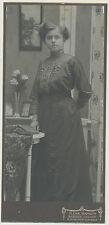 CAB Foto Gnesen /  Junge Dame im schönen Kleid  um 1910 / Grossformat  (F448)