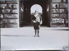 Italie . Italia . Florence . gardien du Palais Pitti . photo ancienne.vers 1900