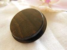 gros bouton ancien en bois marron sculpté sur pied  3 cm collection