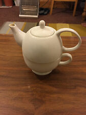 smal 2 cups white teapot  withe the cup