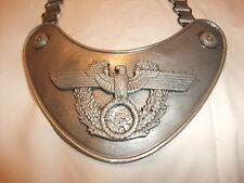 Wehrmacht Ausrüstung Uniform 2. Weltkrieg Ringkragen Brustschild entnazifiziert