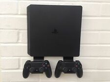 PS4 SLIM STAFFA A MURO KIT IN NERO Inc.. le parentesi per controller fatta in UK