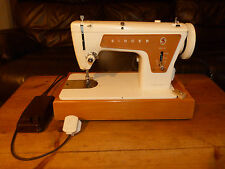 Singer 239 Sewing Machine 1960's Machine in Good Working Order.