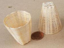 1:12 scala 2 X Bambù CESTI DOLLS HOUSE miniatura shop Accessorio Articolo (K)
