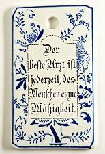 Liebevoll gestaltetes Porzellan-Frühstücksbrett mit Spruch. Antik, 11x19cm. (B8)