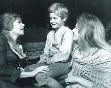 Mark Lester, Shani Wallis & Sheila White UNSIGNED photo - G52 - Oliver!