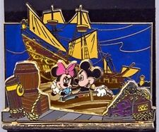 Disney Pin: WDW Diorama Pirates of the Caribbean - Mickey and Minnie