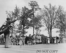 BOBBY JONES PUTTING AT THE MASTERS PGA GOLF 8X10 PHOTO