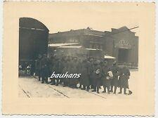 Foto Bahnhof-Stadt ? -Soldaten-Wehrmacht  2.WK (h801)