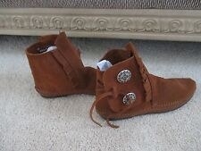 MINNETONKA BROWN SUEDE MOCCASINS SILVER Button TIE FRINGE ANKLE BOOTS SIZE 7