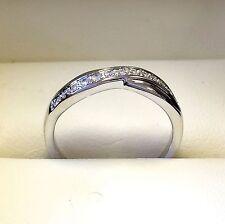 0.20 carato diamante rotondo eternità metà Twist Anello realizzato in Oro Bianco Pesante 9k