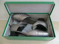 LADIES' SIZE 8 CLARKS PEWTER LEATHER SHOES. WORN TWICE. EXCELLENT CONDITION