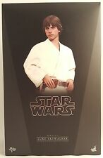 Hot Toys MMS297 LUKE SKYWALKER - Star Wars 1/6th Scale Collectable Figure