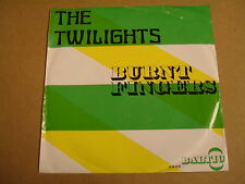 45T SINGLE / THE TWILIGHTS - BURNT FINGERS / DREAMWORLD