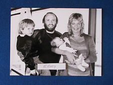 "Original Press Photo - 9.5""x7"" - Maurice Gibb - Bee Gees - with family - 1980"