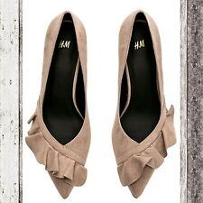 H&M Trend collection faux suede pumps with pointed toe and front ruffle Size 5.5