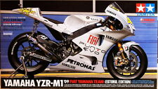 Tamiya 14120 1/12 Model Kit Fiat Yamaha YZR-M1 '09 Estoril MotoGP Rossi/Lorenzo